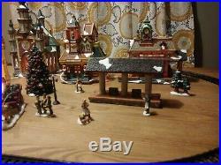 GRANDEUR NOEL 42-Piece Train Village Christmas Set 2001 Edition PLEASE READ