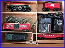LIONEL CHRISTMAS TOY TRAIN 0-27 FULL SET W MUSICAL BOX CAR 6-21944 Discontinued