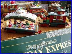 New Bright 384 Holiday Express Christmas Animated Train Set + 384-2 Piece Nice