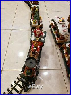 New Bright The Holiday Express Animated Christmas Train Set 384 Excellent Cond