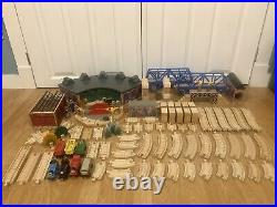 Thomas The Train Wooden 1997 ROUNDHOUSE SET WORKS REPAIR SHOP CLICKITY CLACK
